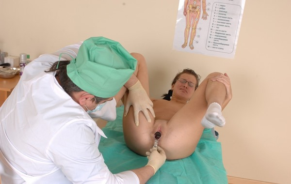 special-examination-speculum-insertion