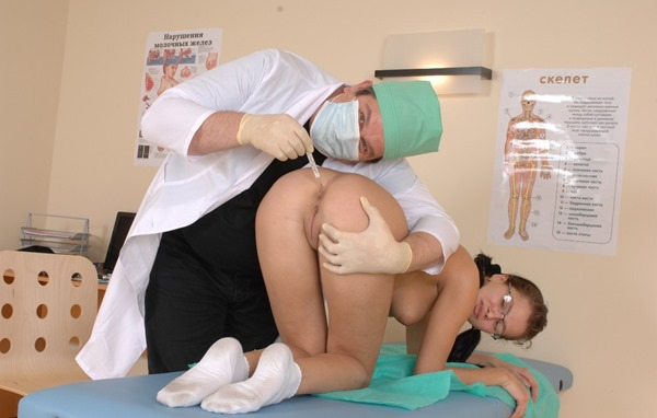 special-examination-speculum-insertion-2